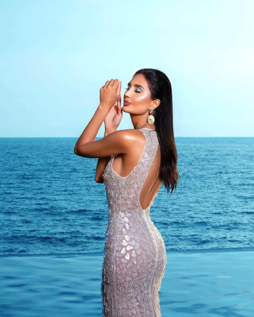 Alice Abdel Aziz sexy side pic
