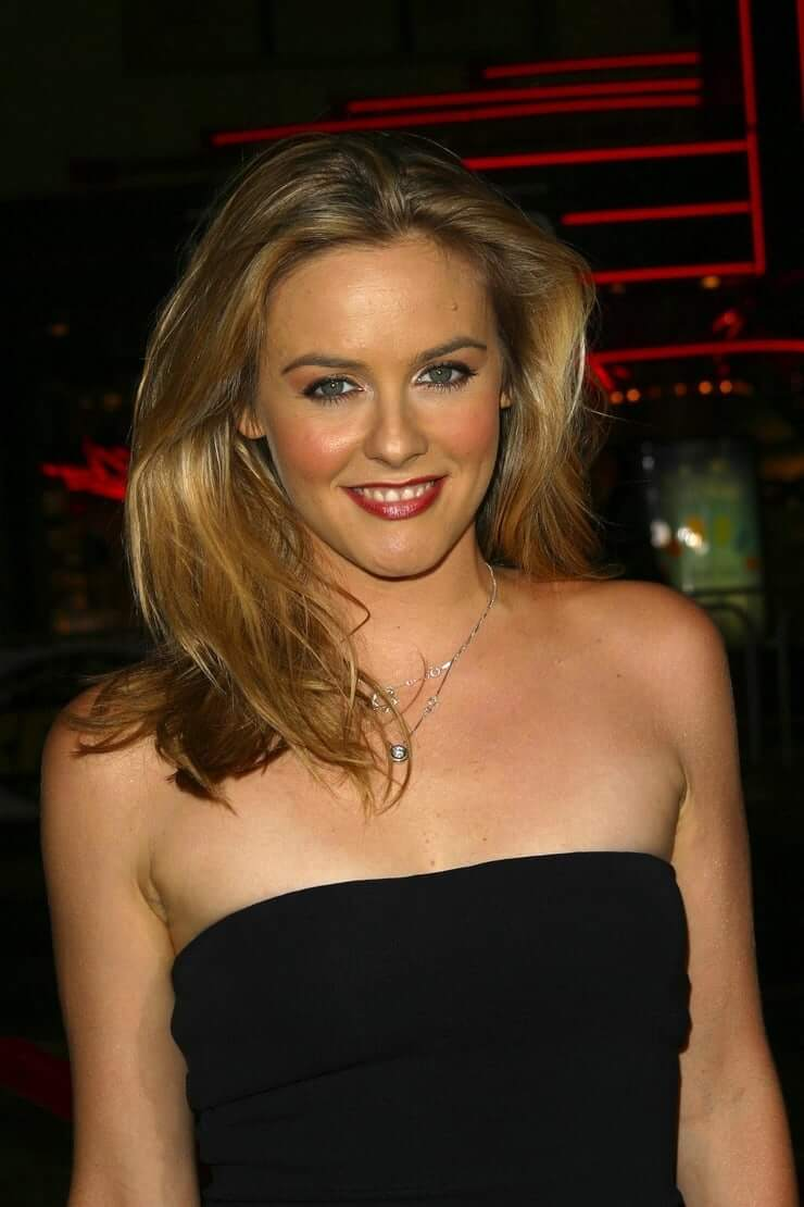 Alicia Silverstone sexy busty pictures (2)