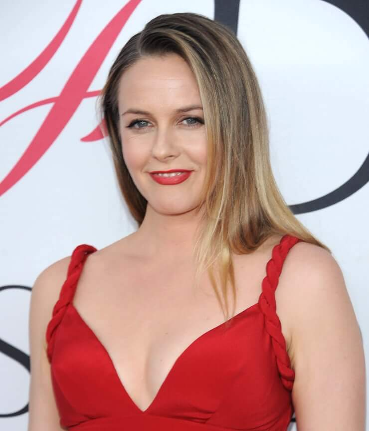 Alicia Silverstone sexy busty pictures (3)