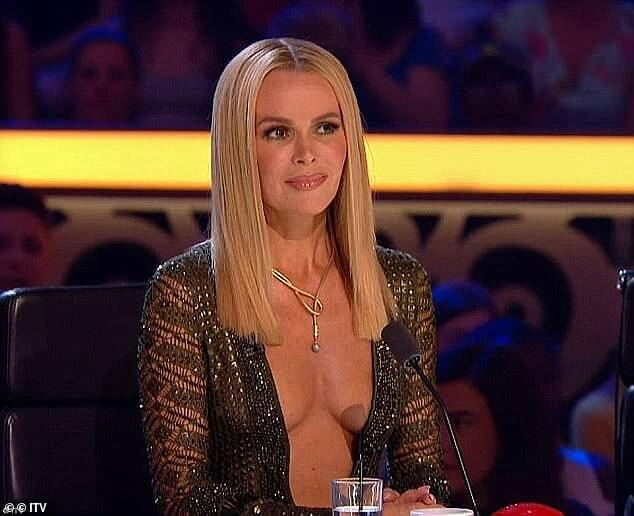 Amanda Holden hot cleavage pics (2)