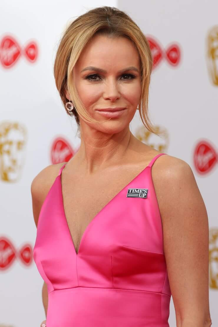 Amanda Holden hot cleavage pics