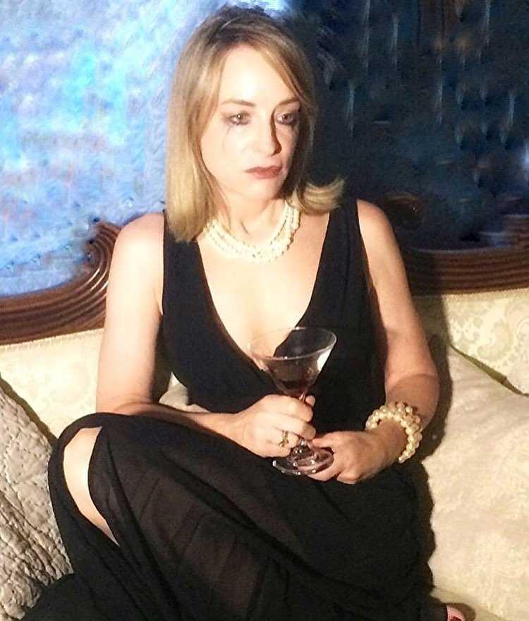 Amanda Wyss tits
