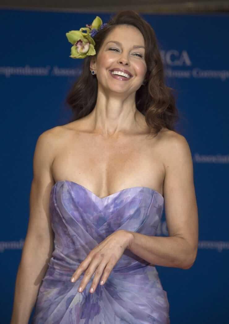 Ashley Judd hot busty pics