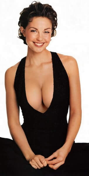 Ashley Judd hot busty pictures