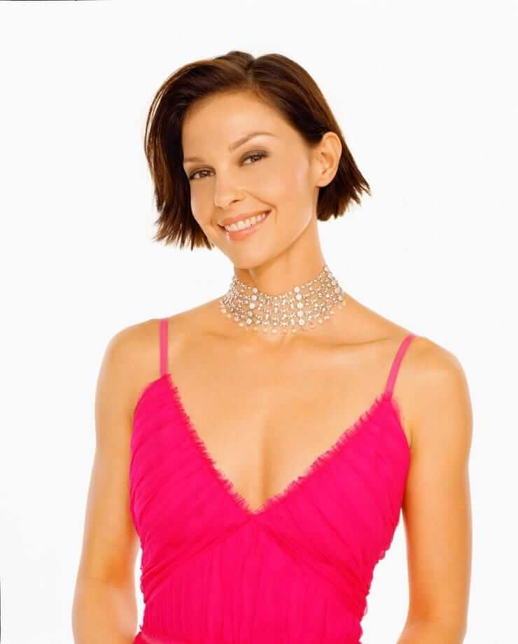 Ashley Judd hot cleavage pictures