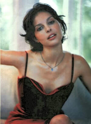 Ashley Judd sexy busty pictures (2)