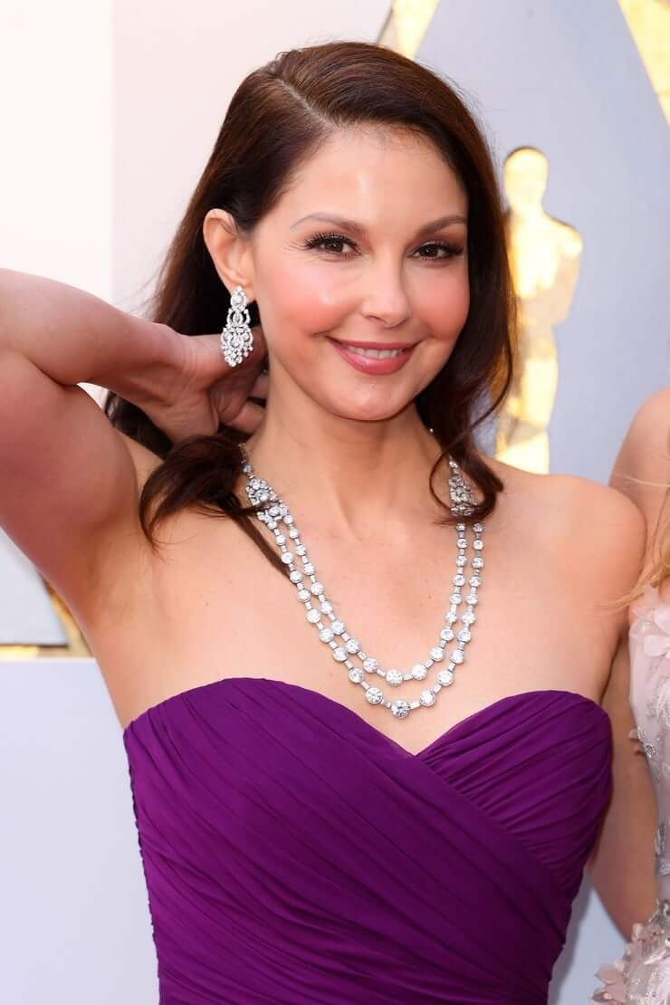 Ashley Judd sexy busty pictures