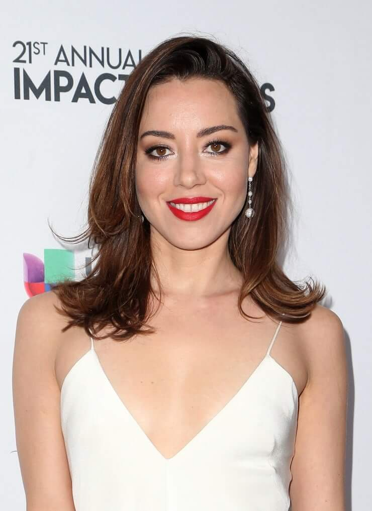 Aubrey Plaza sexy cleavage picture