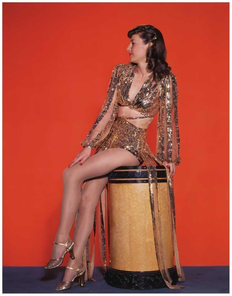 Barbara Stanwyck sexy leg