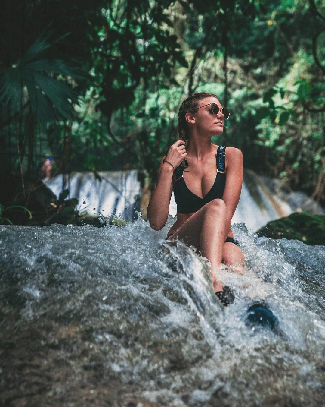 Becca Dudley sexy bikini picture