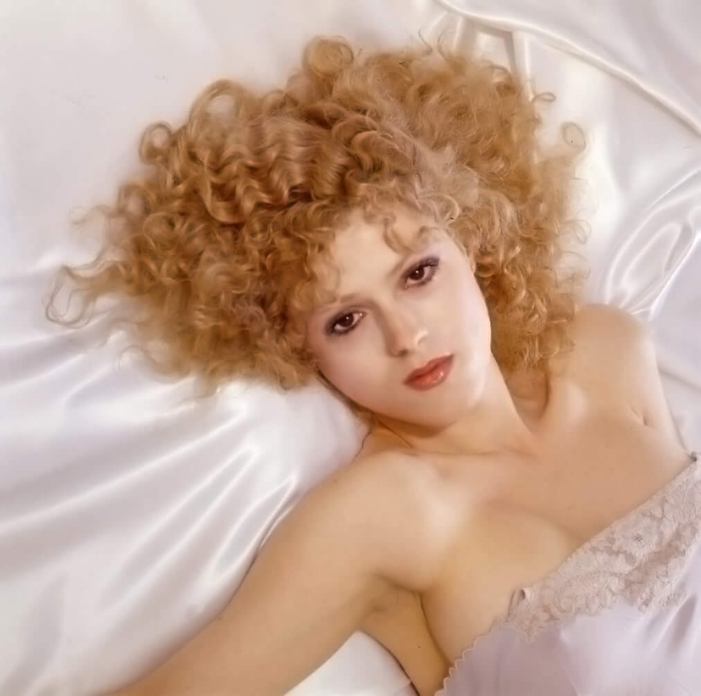 Bernadette Peters sexy busty pic
