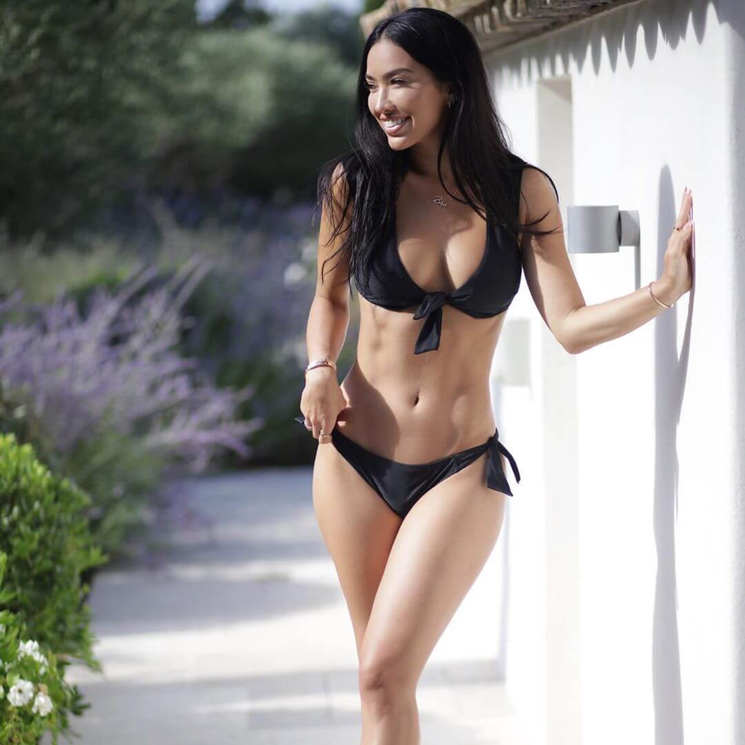 Breana Tiesi sexy cleavage pics