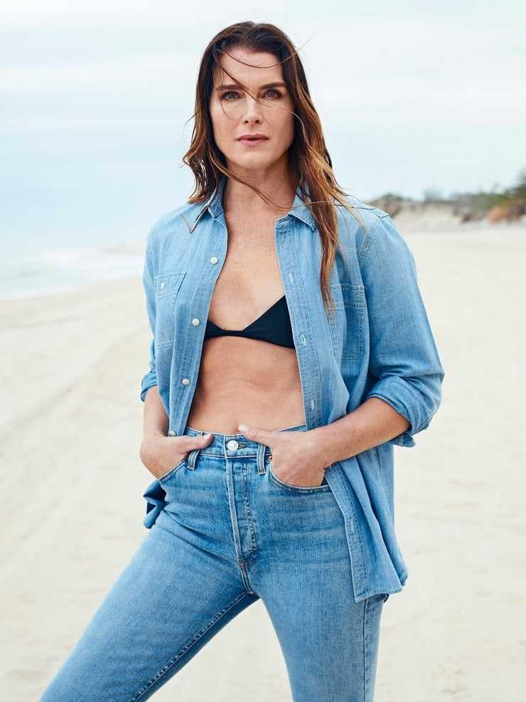 Brooke Shields hot cleavage pics
