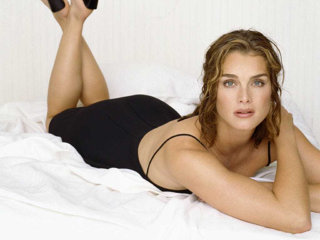 Brooke Shields sexy bikini pictures
