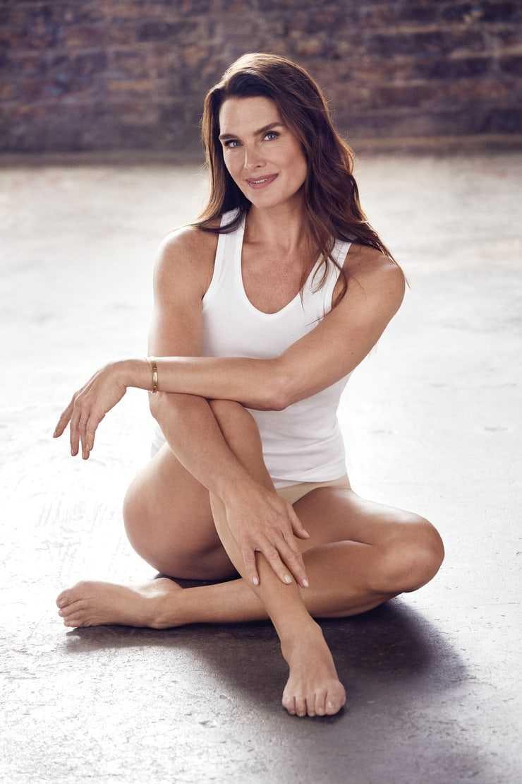 Brooke Shields sexy legs