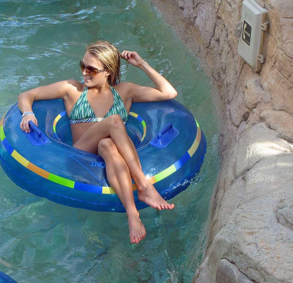Carrie Underwood legs