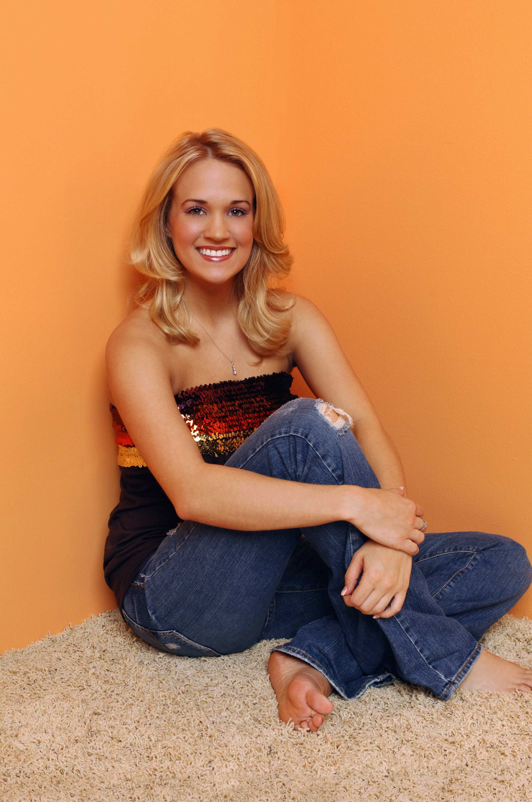 61 Sexy Carrie Underwood Pictures Captured Over The Years - GEEKS ON COFFEE
