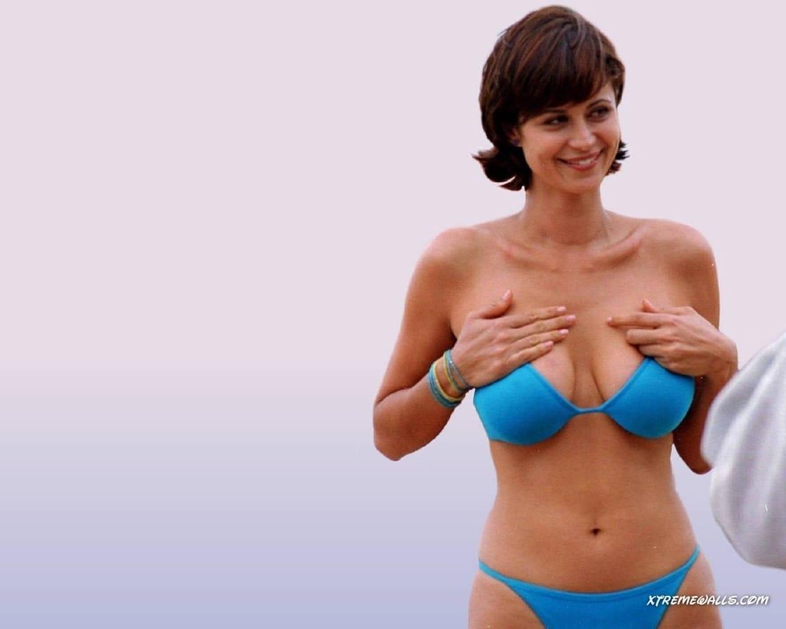 Catherine Bell hot bikini pics