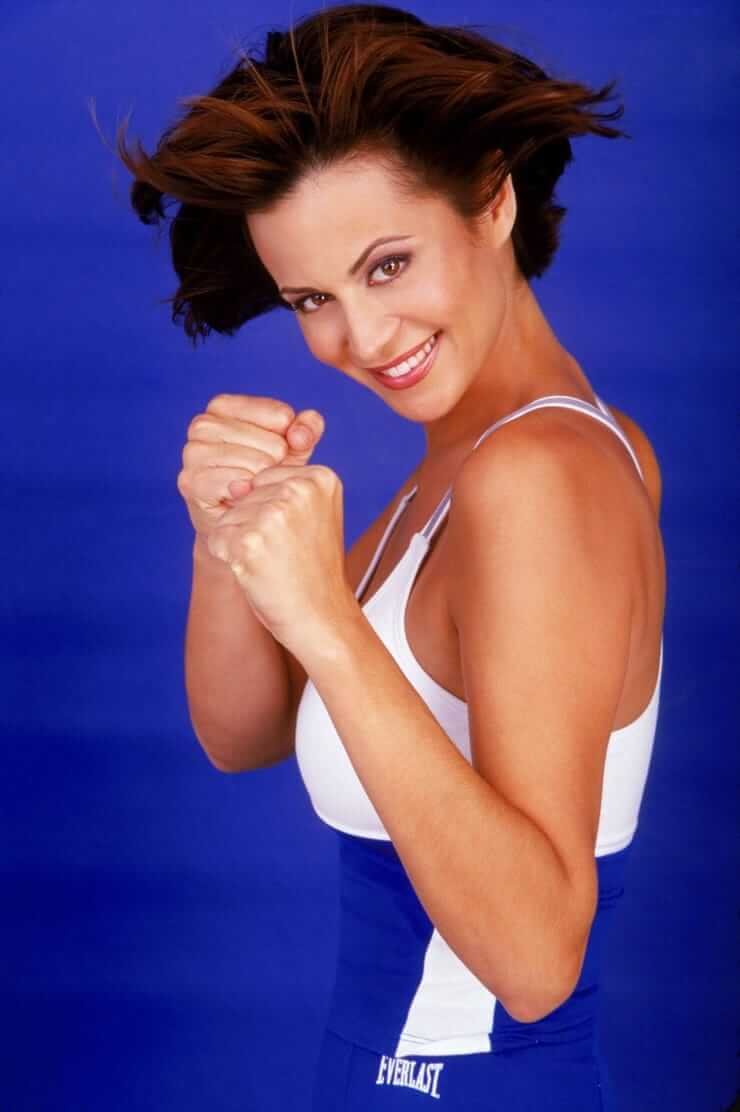 Catherine Bell hot side pics (2)