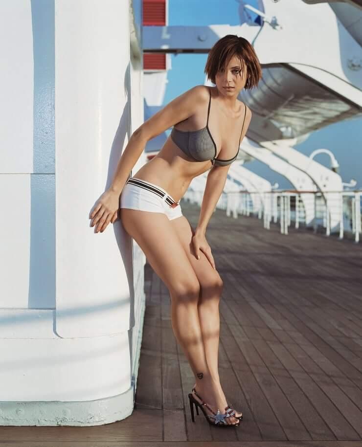 Catherine Bell sexy bikini picture