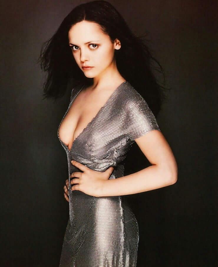 Christina Ricci hot side pics (2)