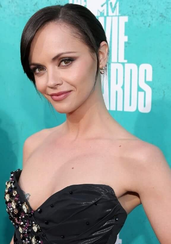 Christina Ricci sexy boobs pictures