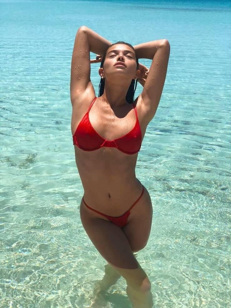 Daniela López Osorio hot boobs pics