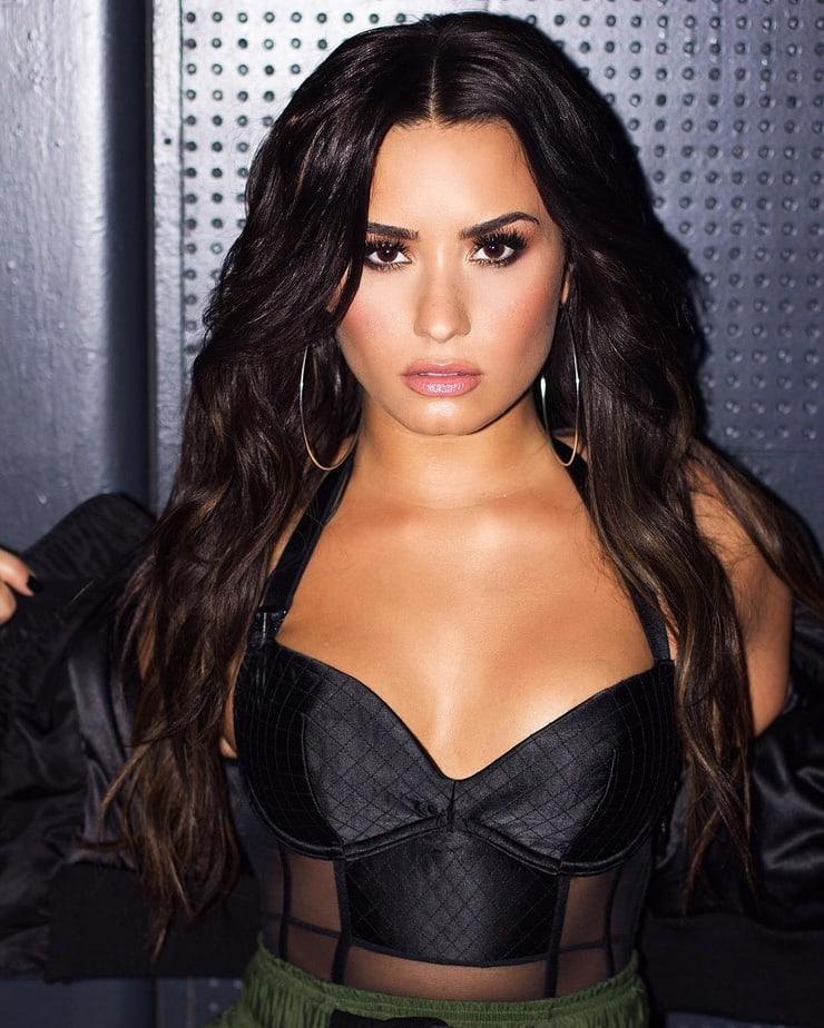 Demi Lovato sexy image pics
