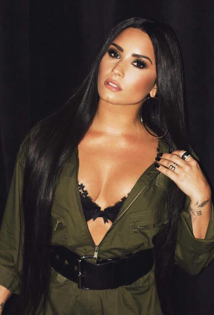 Demi Lovato sexy photos