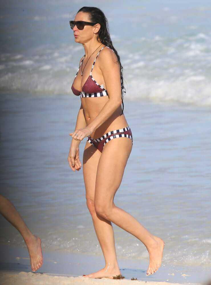 Demi-Moore-bikini-3