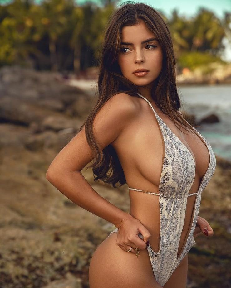 Demi Rose hot side pics (2)