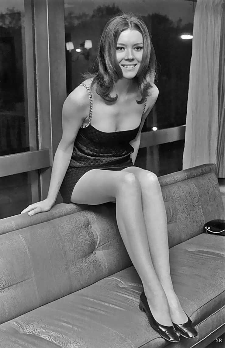 Diana Rigg sexy leg