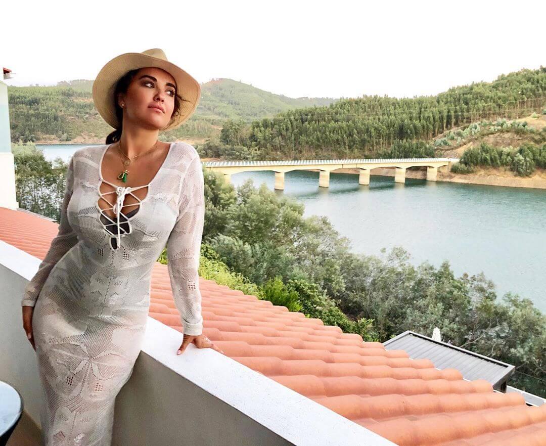 Elena Ora hot cleavage picture