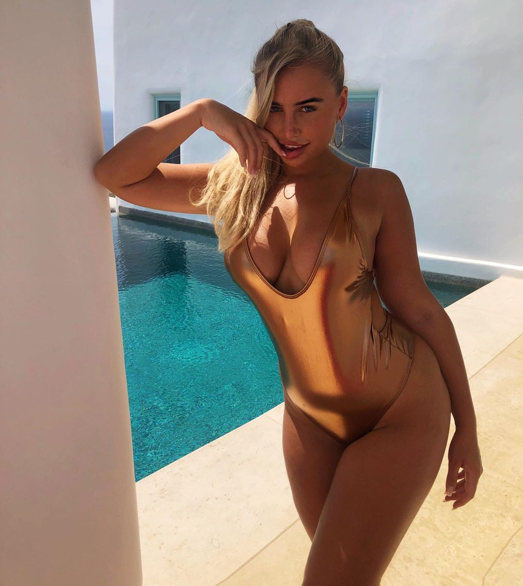 Ellie Brown hot pictures