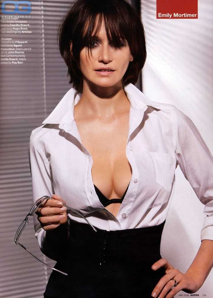 Emily Mortimer big boobs (2)