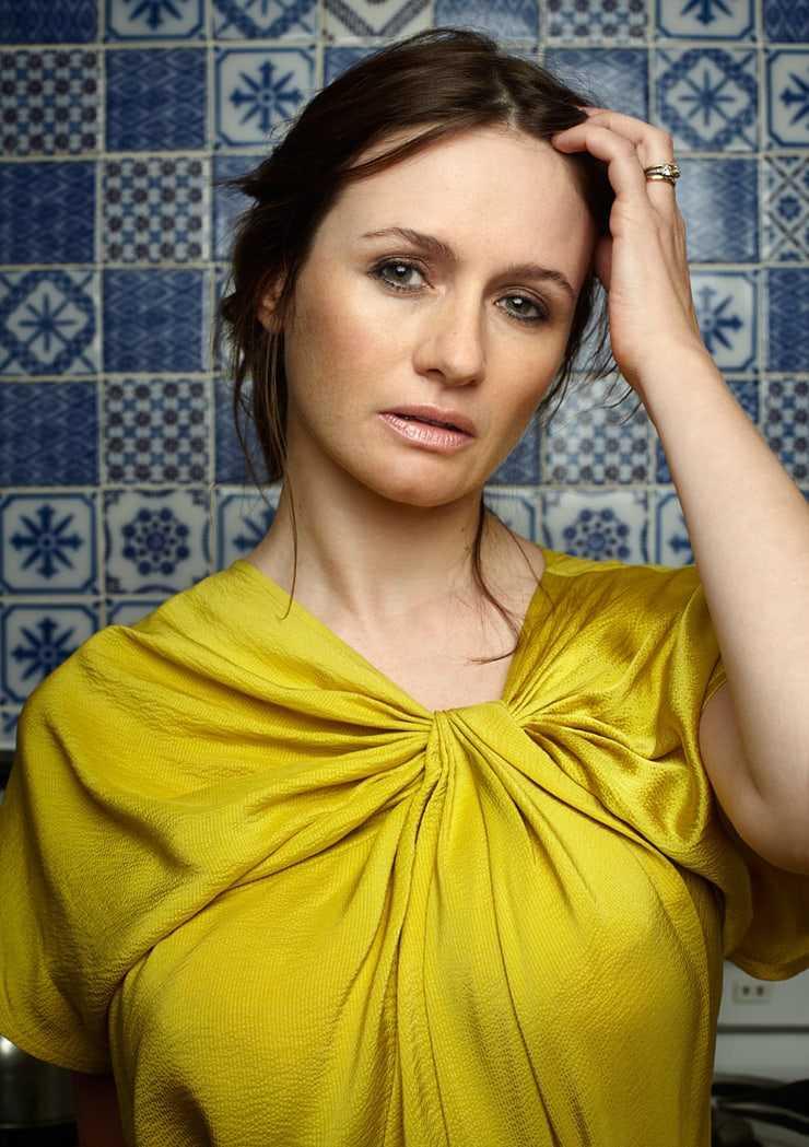 Emily Mortimer hot (2)