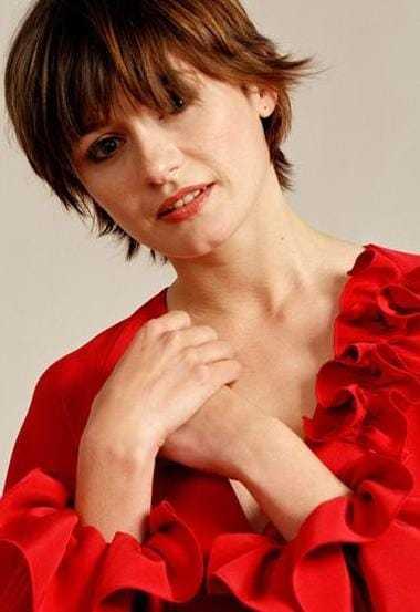 Emily Mortimer sexy smile (1)