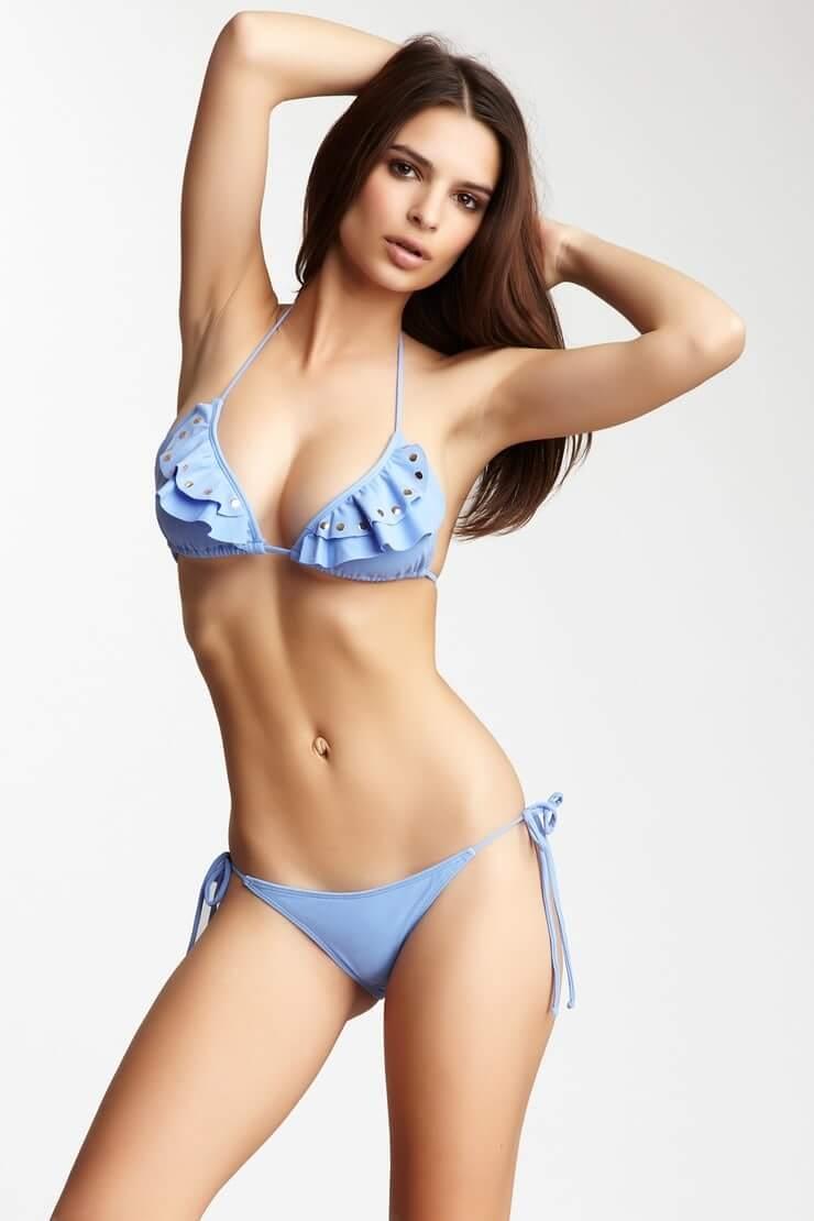 Emily Ratajkowski swexy bikini pics