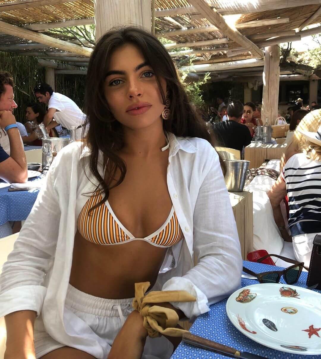 Francesca Allen sexy cleavage pics