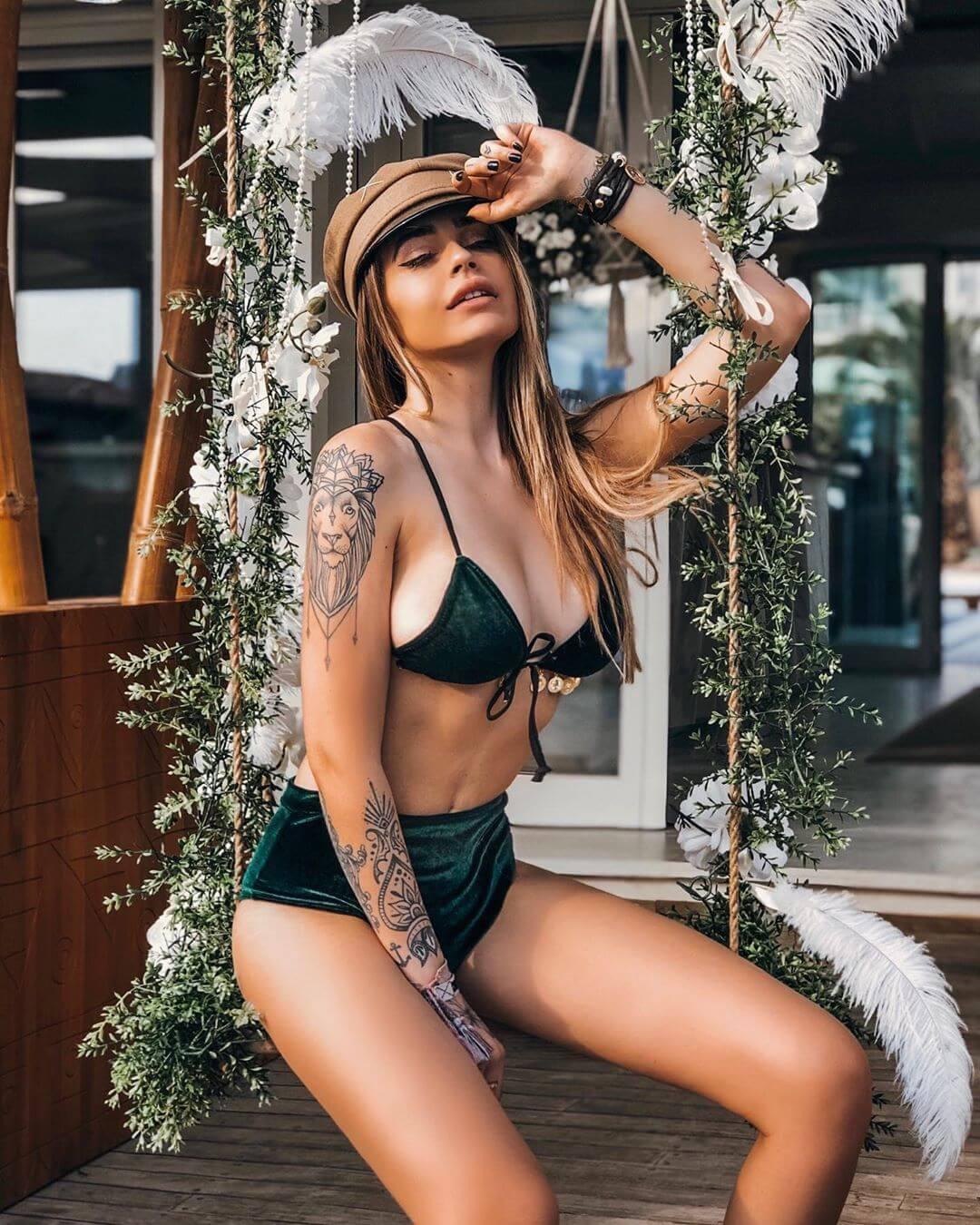 Ginevra Lambruschi sexy bikini pics (2)