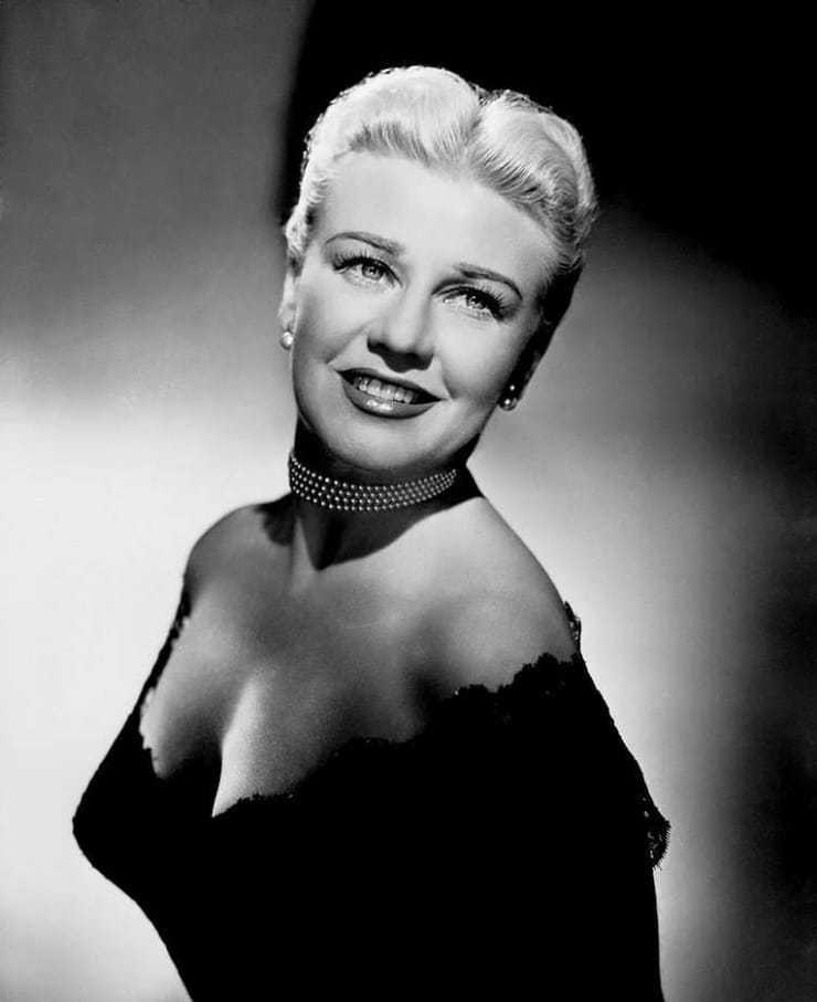 Ginger Rogers sexy look pics