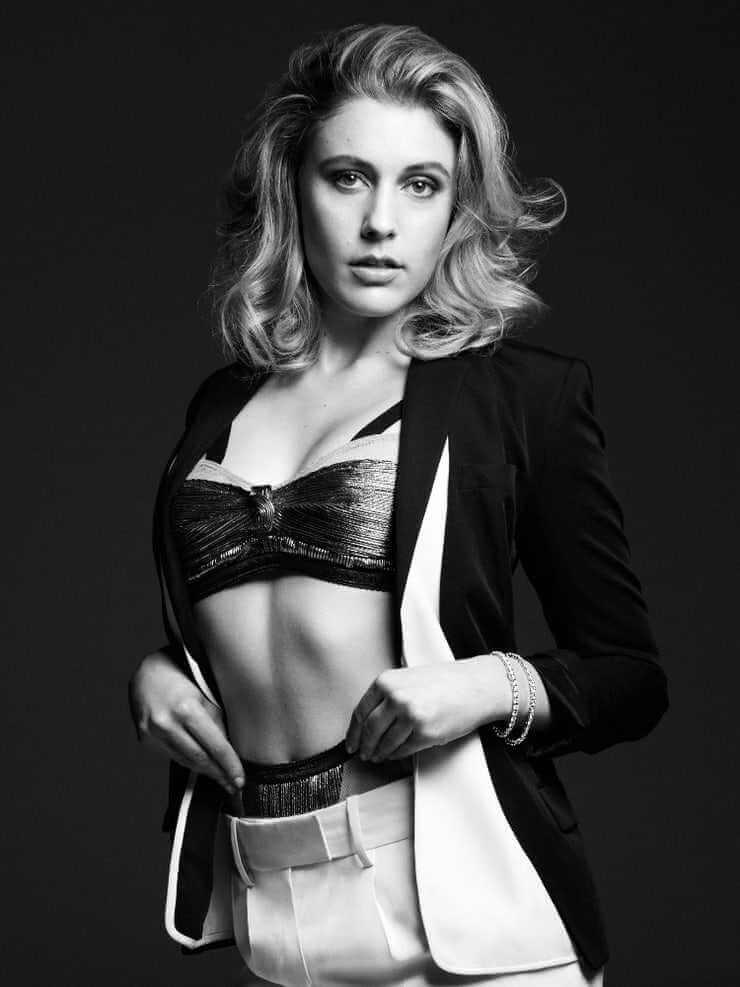 Greta Gerwig sexy bisty pictures