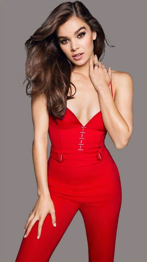 Hailee Steinfeld awesome pics