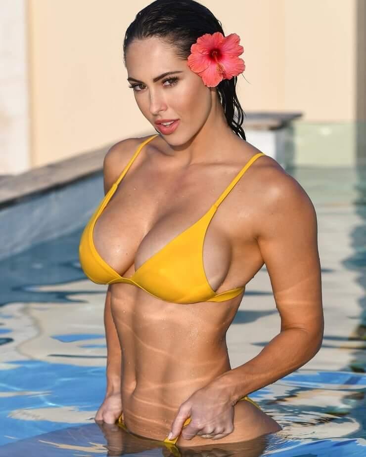 Hope Beel hot bikini pics