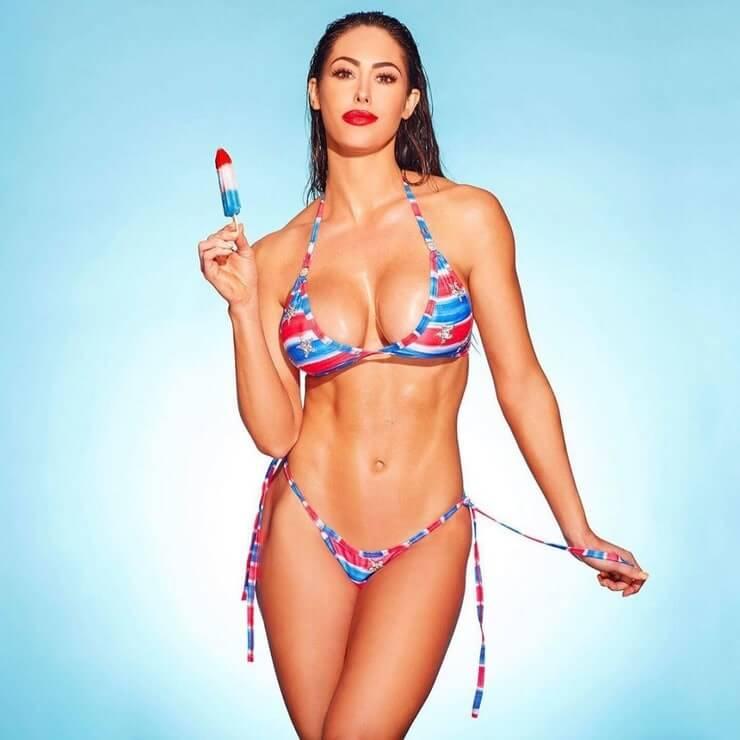 Hope Beel sexy bikini photo