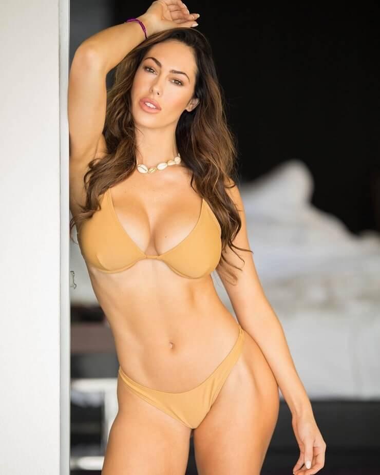 Hope Beel sexy bikini pictures