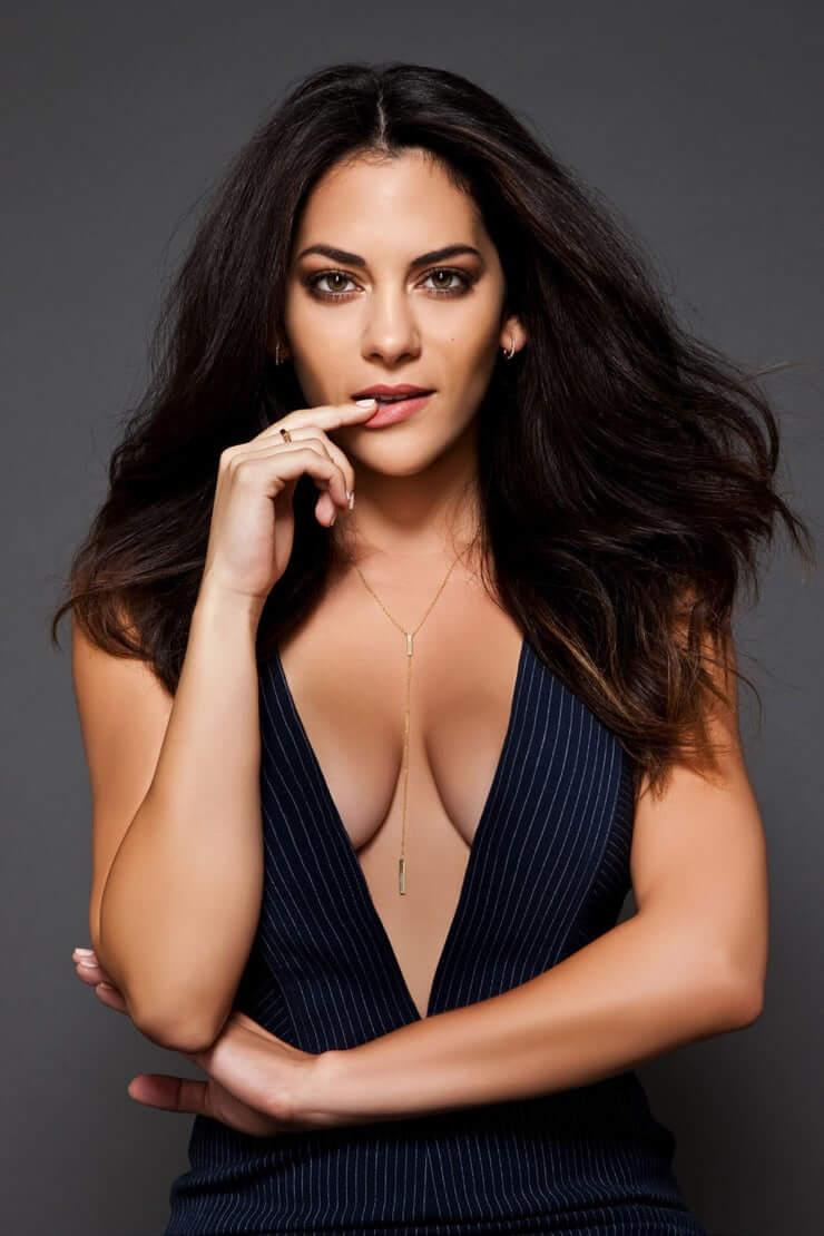 Inbar-Lavi-sexy-cleavage-pics-