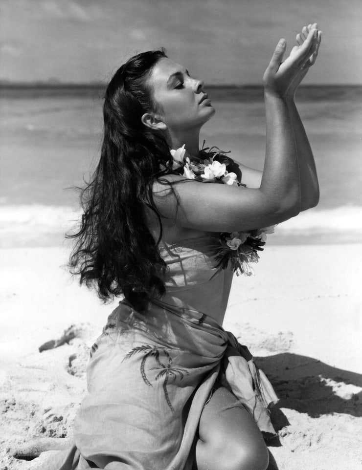 Jean Simmons hot look