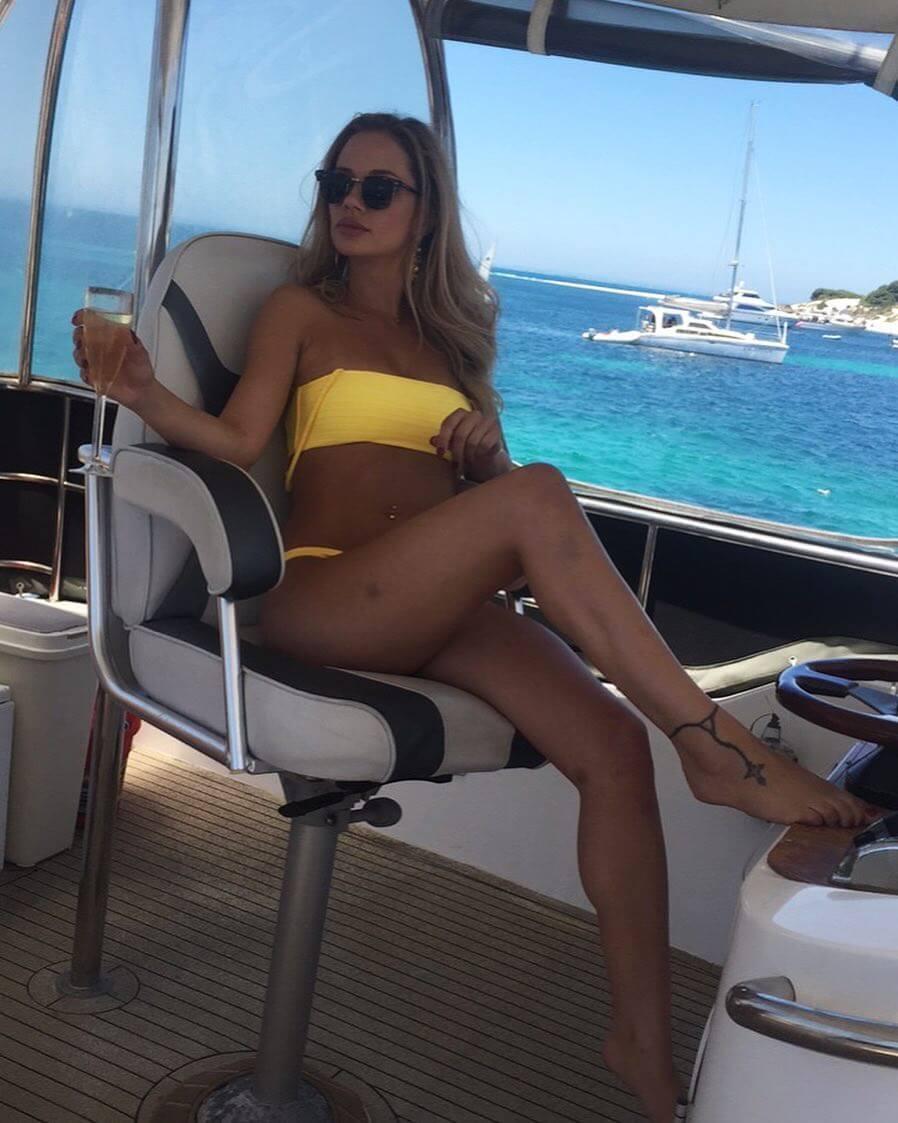 Jessika Power sdexy legs