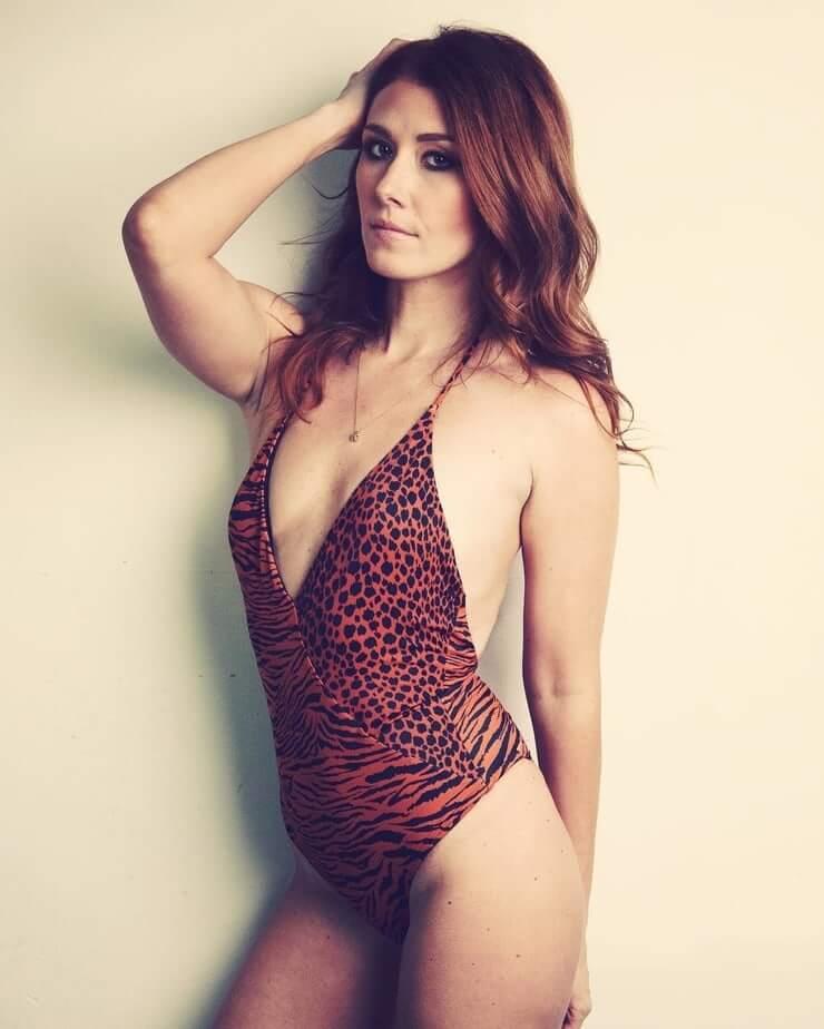Jewel Staite hot cleavage pics